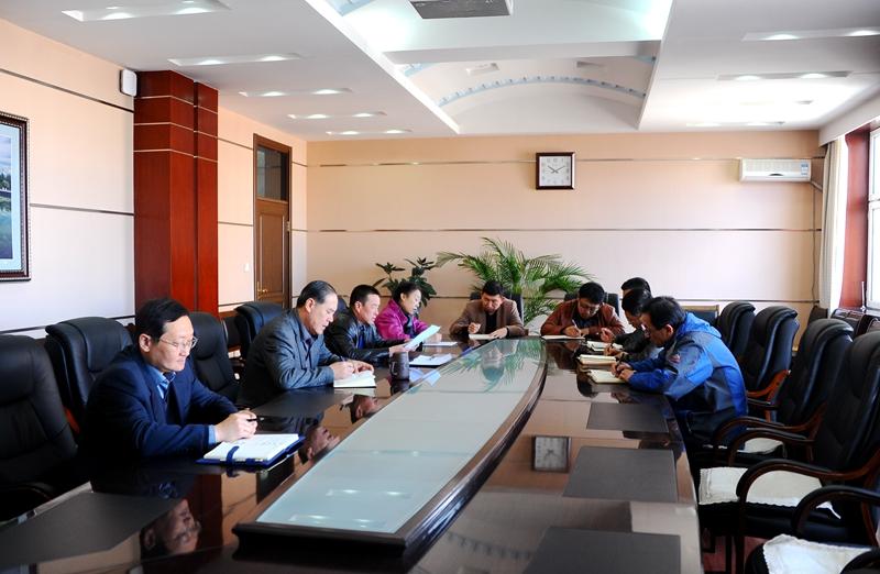 办公楼504会议室召开加强校园环境卫生综合治理工作
